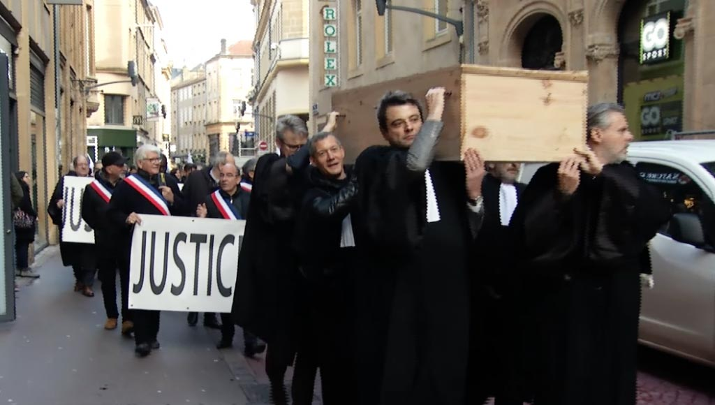 avocats-enterrent-justice-metz-today