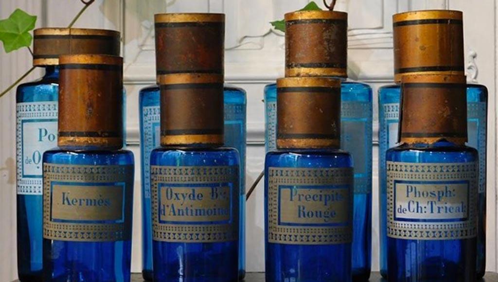 flacons-apothicaire-bleus-metz-today